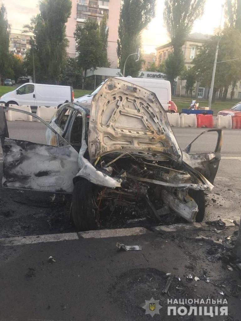 Моторошна ДТП на проспекті Перемоги: згоріло авто та загинула жінка - ДТП - 4482f8ea72d8e909f621ea319ddcb66a44ba70e9