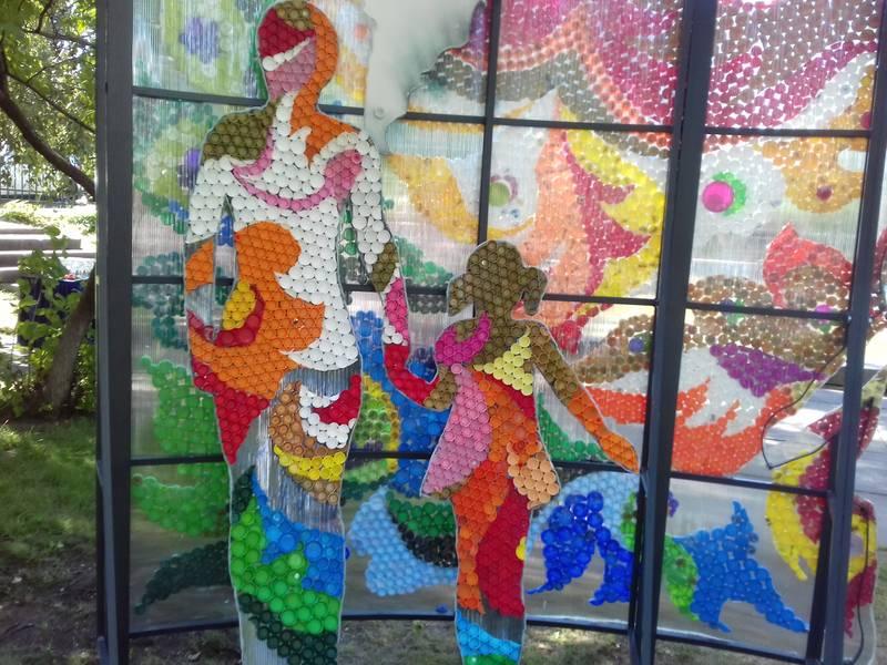 Мистецтво з пластикових кришок: у столиці з'явилася екологічна інсталяція -  - 5d67c64497ff7