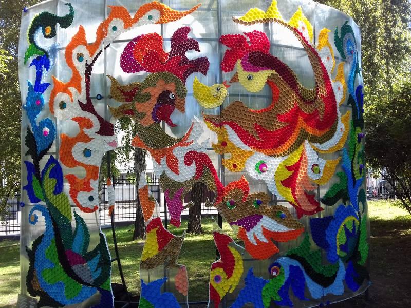 Мистецтво з пластикових кришок: у столиці з'явилася екологічна інсталяція -  - 5d67c646710ce