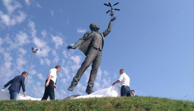 У Києві відкрили пам'ятник відомому авіаконструктору Ігорю Сікорському -  - 630 360 1567247874 2841