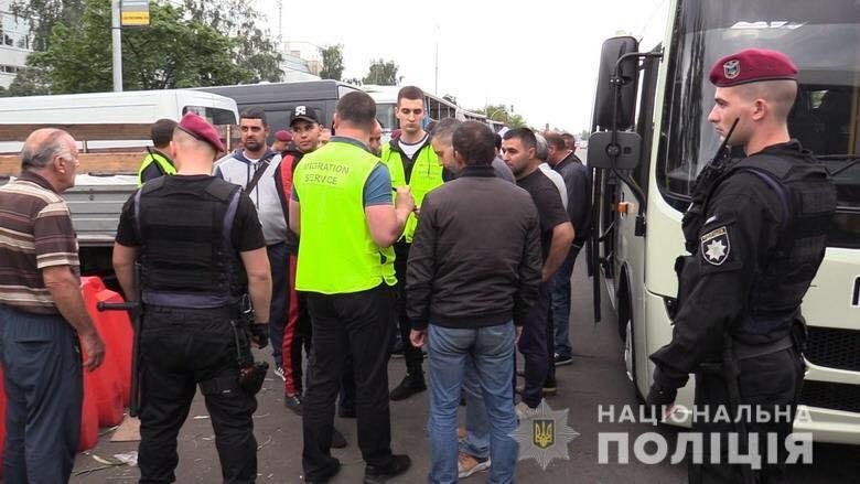 На «Троєщині» у Києві виявили більше сотні нелегалів