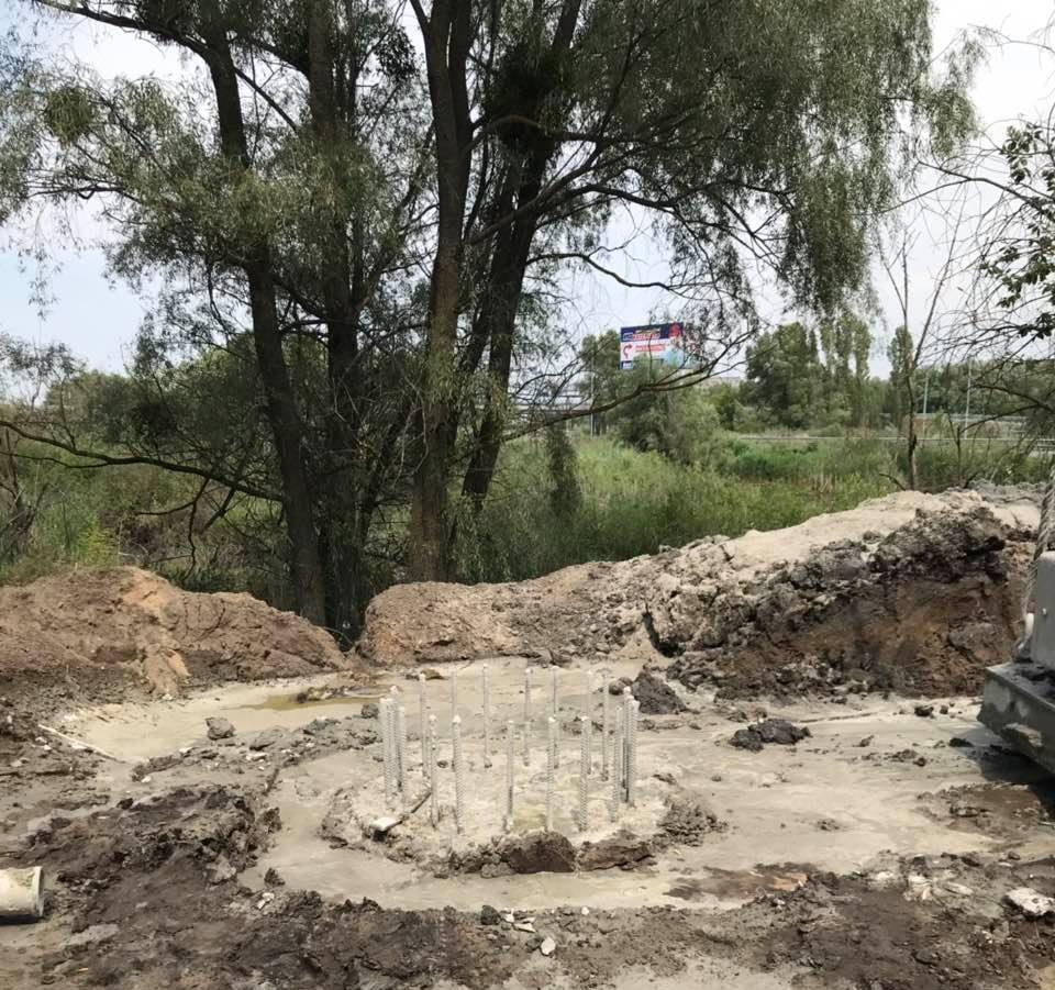 В Обухові триває будівництво надземного пішохідного мосту