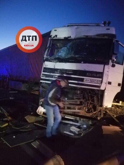 ДТП на трасі Київ-Харків: водій фури не помітив іншу вантажівку -  - 68969592 152243212641592 7215195266553479168 n