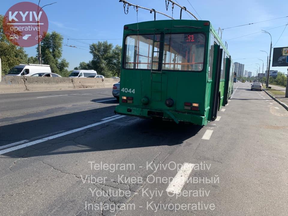 В Києві водій Uber на великій швидкості в'їхав у тролейбус -  - 69136061 786564361739652 5661035529152495616 n