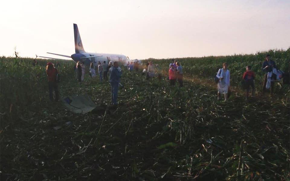 Через птахів у двигуні літак здійснив аварійну посадку в кукурудзяному полі -  - 69512464 2383133345096085 7446045197458210816 n