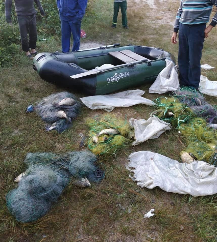 На Переяславщині чоловіки наловили рибу сітками на 3 тис 128 гривень -  - 69608120 1197933000398326 1702705819897823232 n