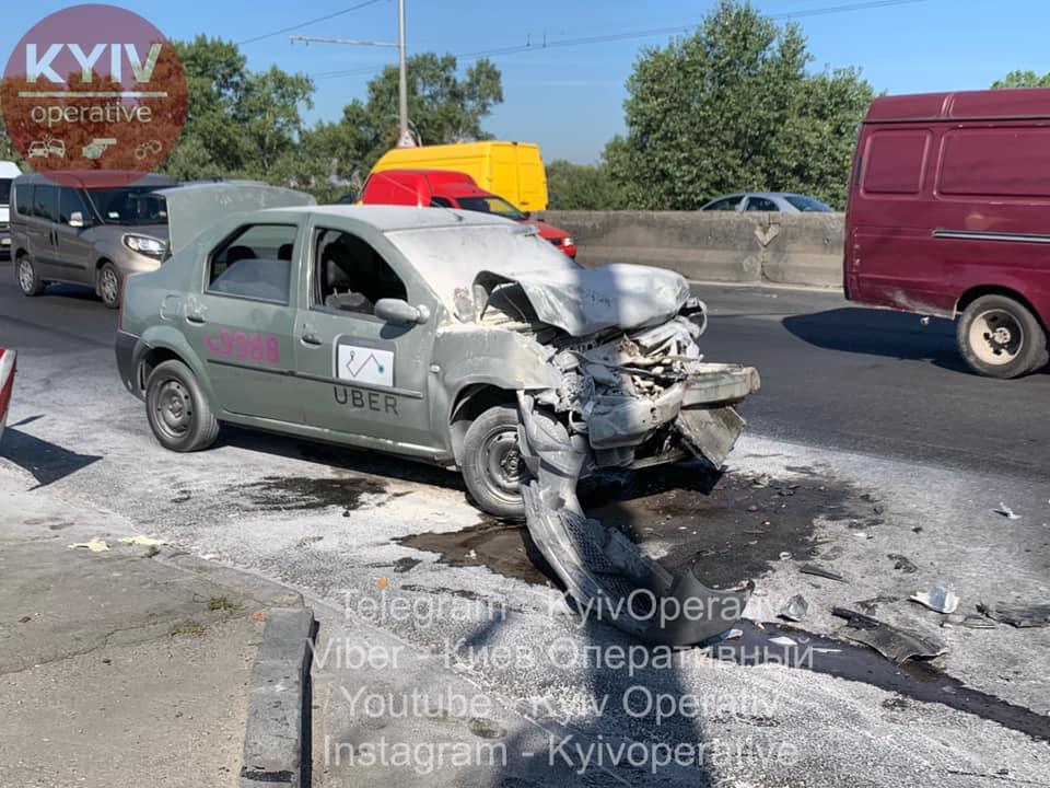 В Києві водій Uber на великій швидкості в'їхав у тролейбус -  - 69817212 786564308406324 15845598938791936 n