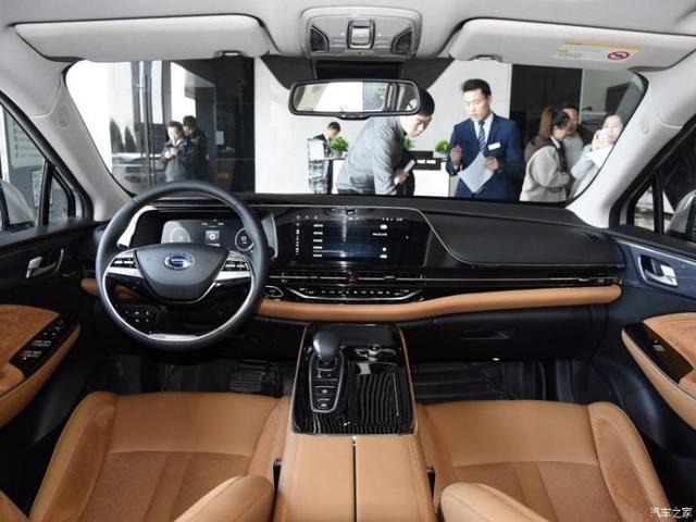 У Китаї презентували новий електричний кросовер Aion LX - електрокари - Aion LX interior 2