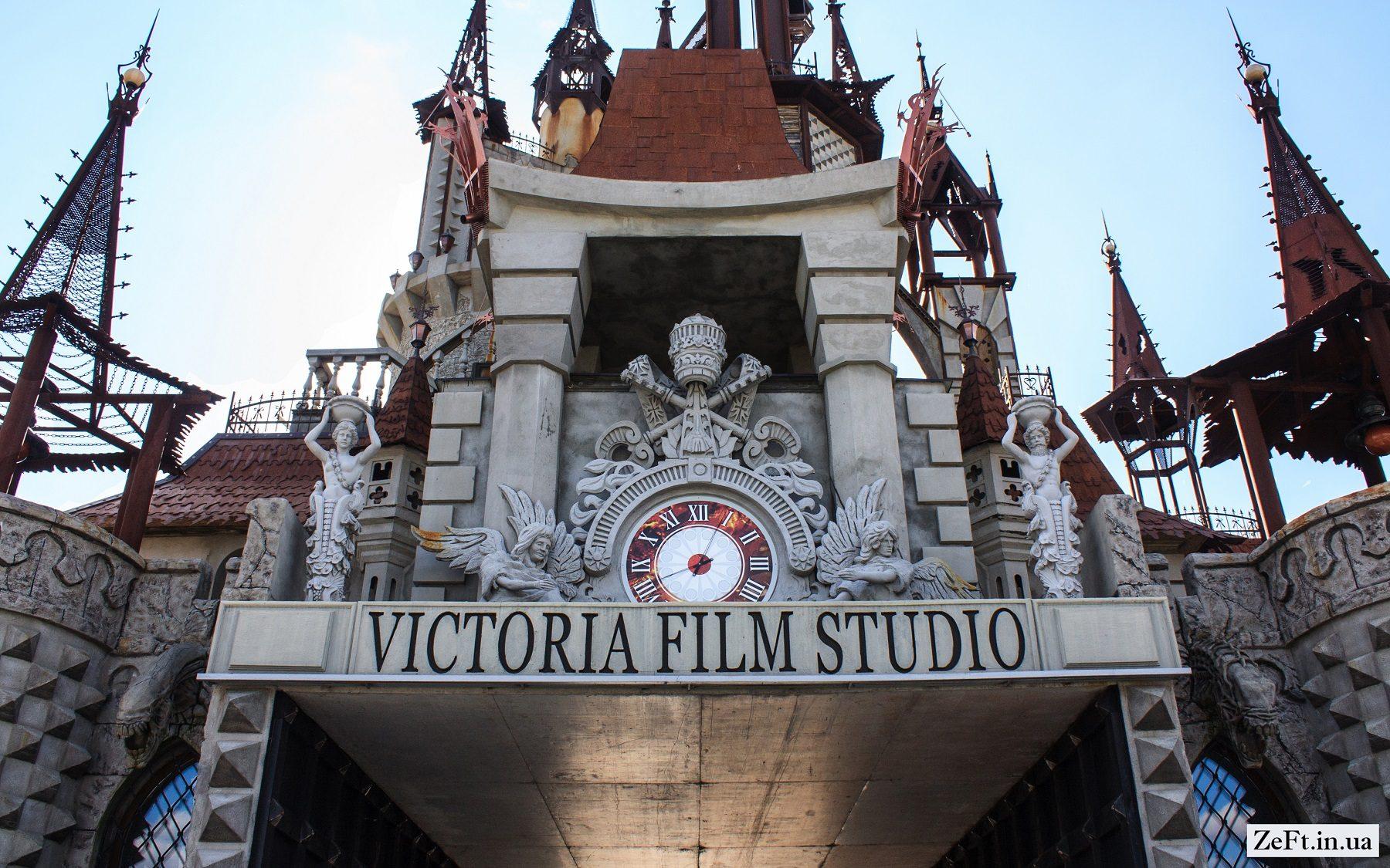 Казковий замок на Київщині -  - Disneyivskij zamok vid kinostudiyi Victoria Film Studios s.Gurivshhina 5 1800x1125