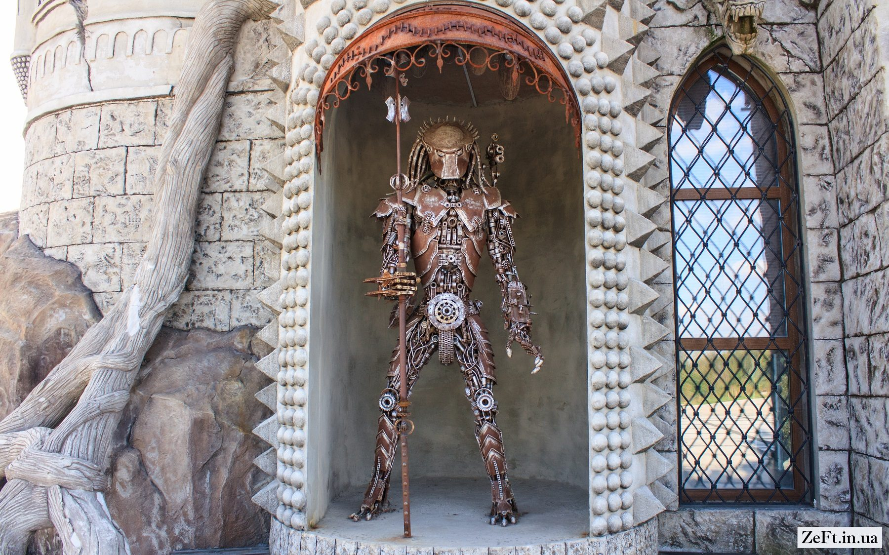 Казковий замок на Київщині -  - Disneyivskij zamok vid kinostudiyi Victoria Film Studios s.Gurivshhina 6 1800x1124