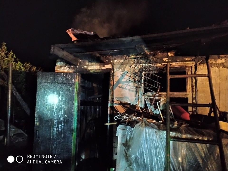 У серпні в Приірпінні знову горів гараж: цього разу вогонь пошкодив майно у Бучі - рятувальники, Приірпіння, пожежа, київщина, ДСНС України у Київській області, гараж, Буча - Garaz Bucha
