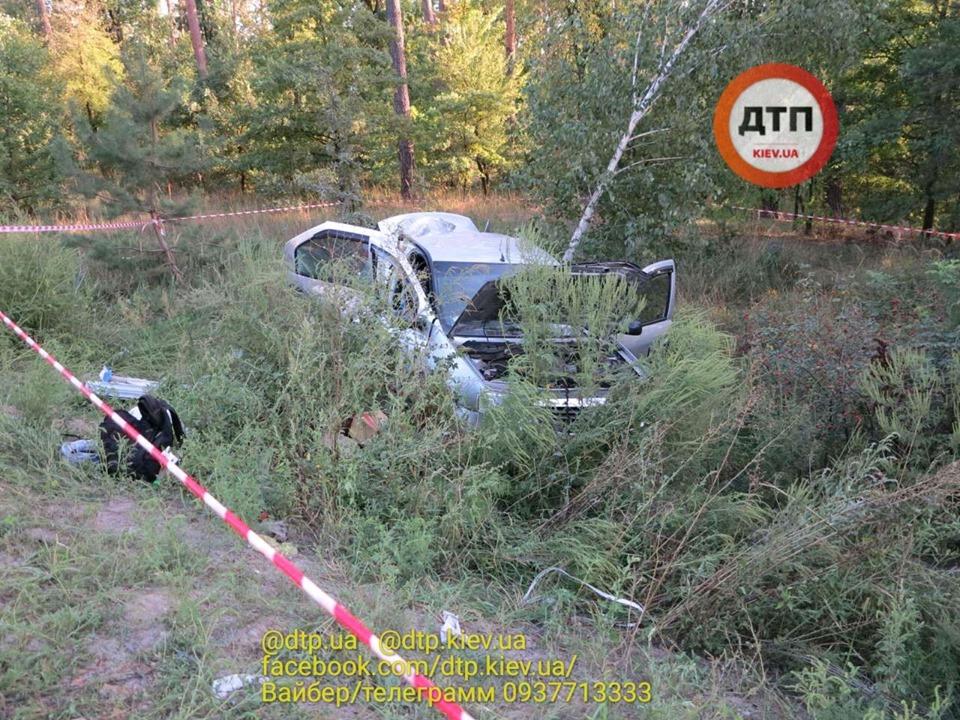 Смерть на Гостомельському шосе: у таксі загинула жінка, водій та пасажир – госпіталізовані - смертельна аварія, Приірпіння, київщина, ДТП, Гостомельське шосе, Гостомель - Gost shose Uklon 2