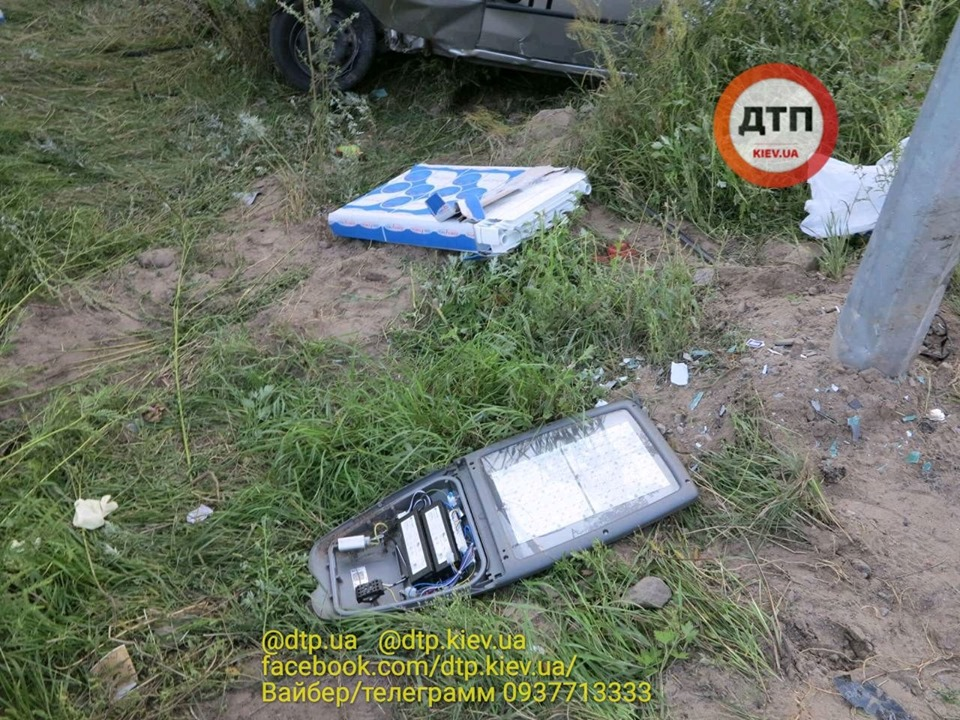 Смерть на Гостомельському шосе: у таксі загинула жінка, водій та пасажир – госпіталізовані - смертельна аварія, Приірпіння, київщина, ДТП, Гостомельське шосе, Гостомель - Gost shose Uklon 6