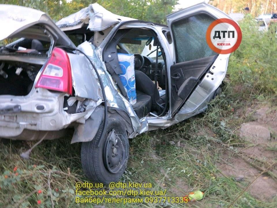 Смерть на Гостомельському шосе: у таксі загинула жінка, водій та пасажир – госпіталізовані - смертельна аварія, Приірпіння, київщина, ДТП, Гостомельське шосе, Гостомель - Gost shose Uklon