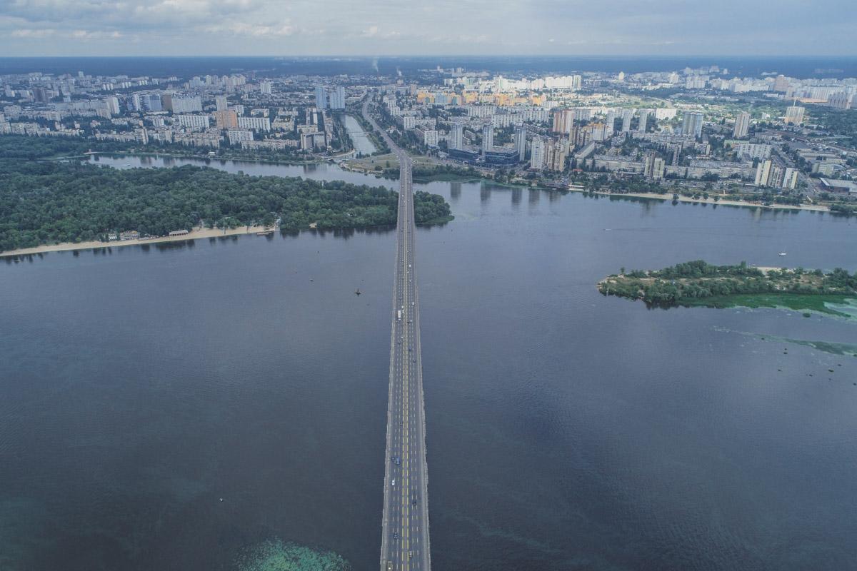 Посеред Дніпра можна стояти по коліно : головна річка України значно обміліла -  - Most Patona 2 iz 15