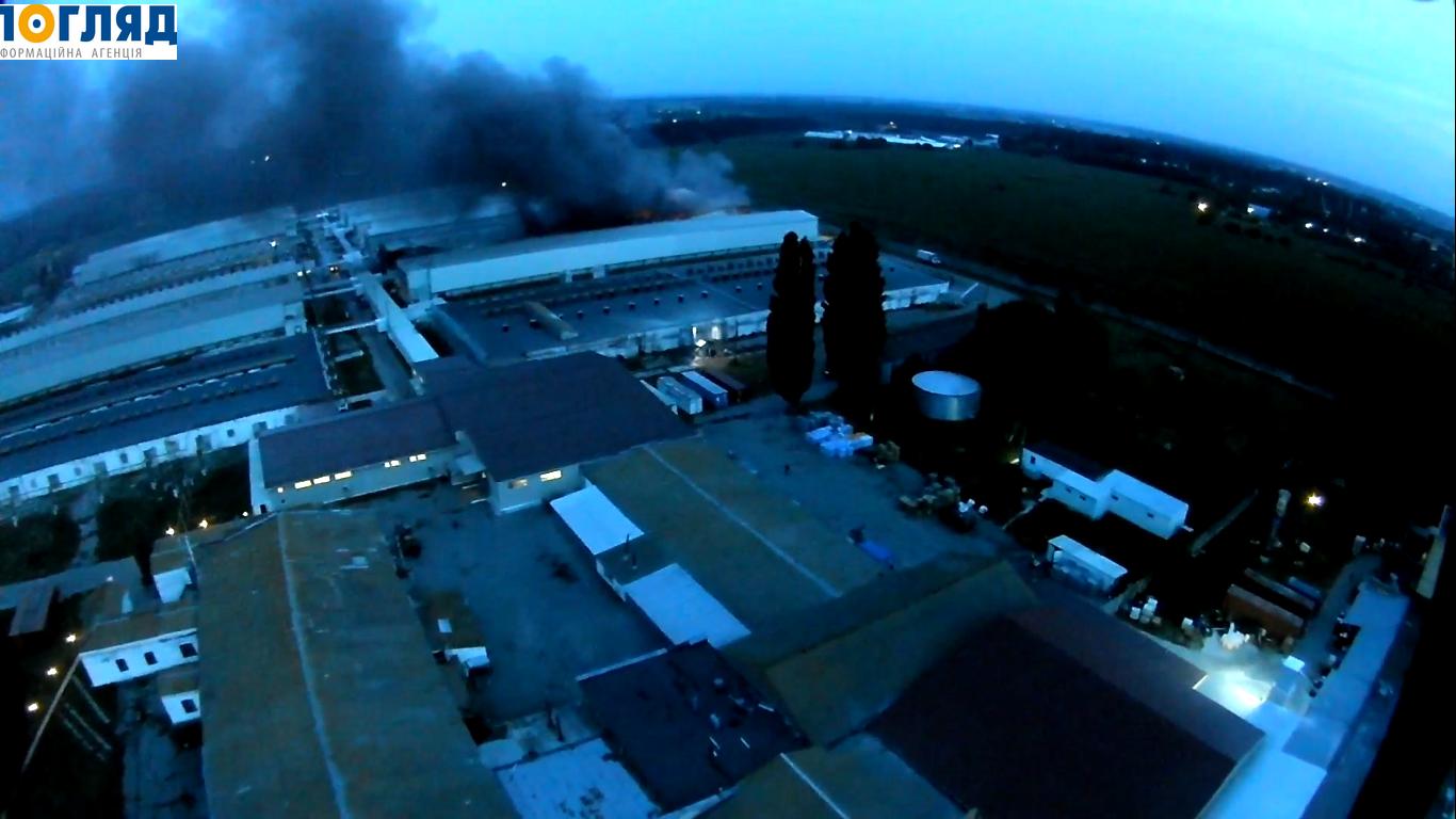 На Васильківщині знову масштабна пожежа – горить птахофабрика (відео)