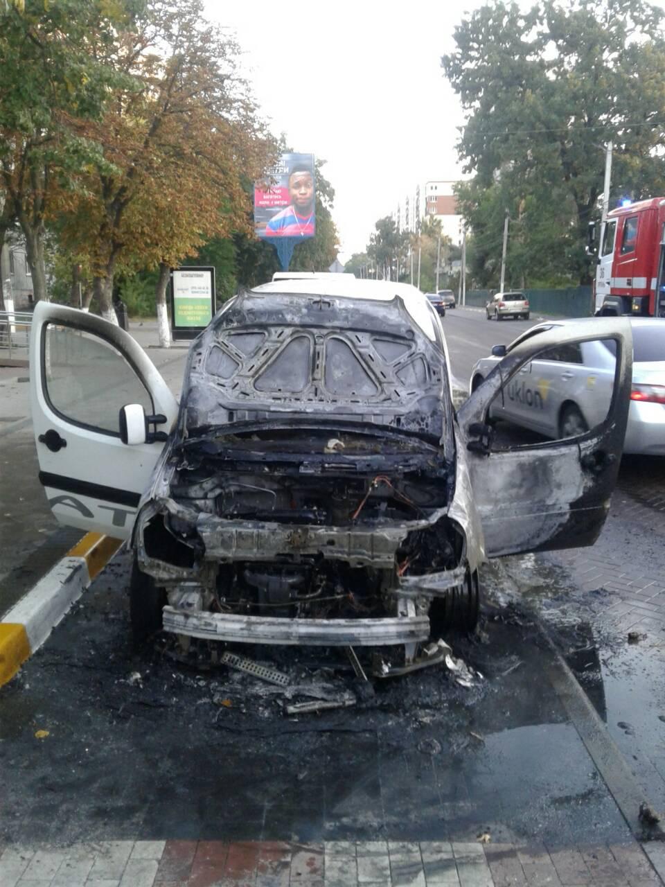 В Ірпені горіло авто: знищено моторний відсік і торпедо - рятувальники, Приірпіння, пожежа, київщина, ірпінь, загорання автомобіля, ДСНС України у Київській області - Soborna 0