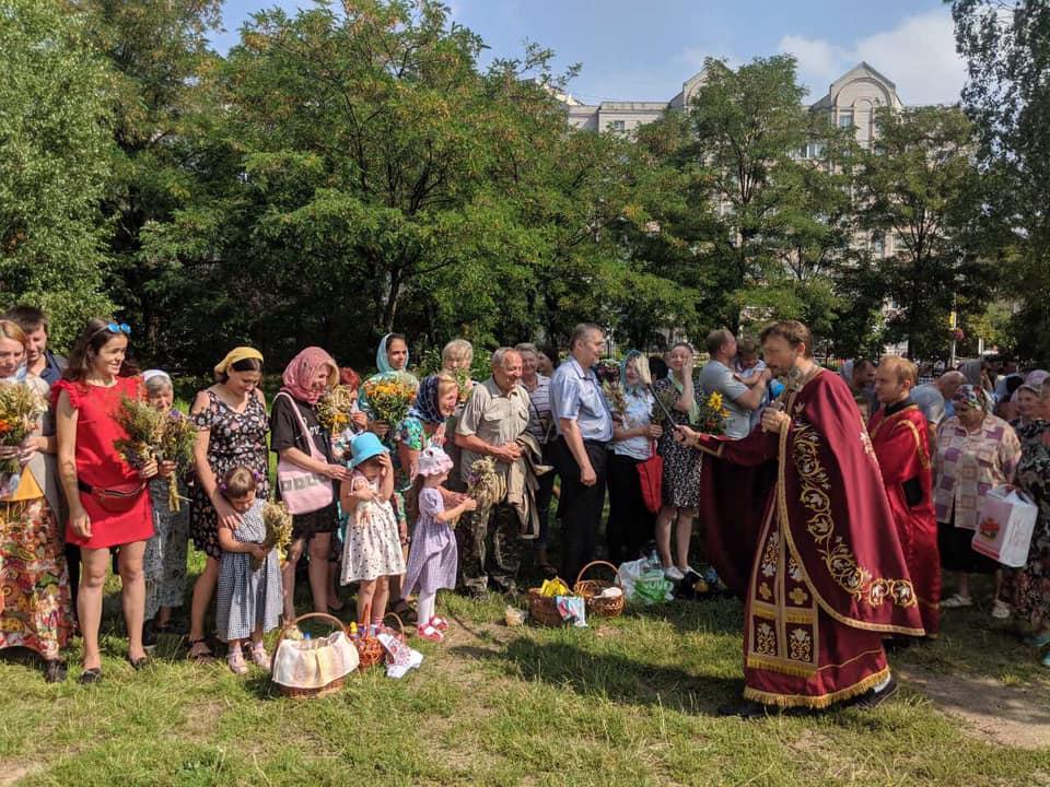 Spas-Med-4 Медовий Спас у Приірпінні: прочани воздають Господу осанну