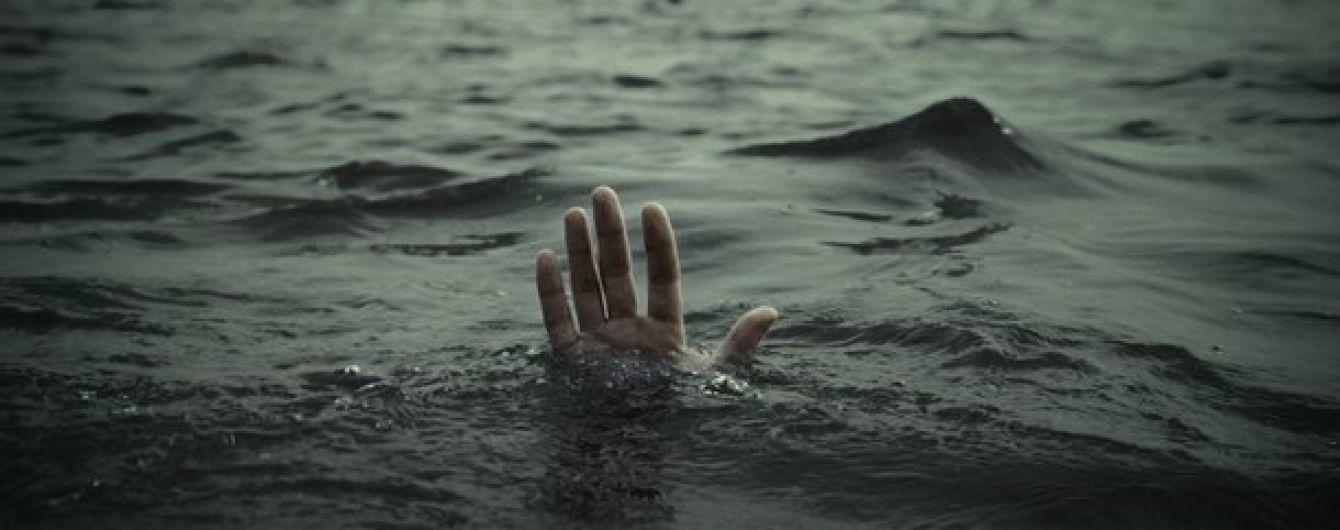 Tara-potonuv-0-1 Потопельник на Таращанщині: рятувальники дістали тіло зі ставка у селі Юшків Ріг (18+)