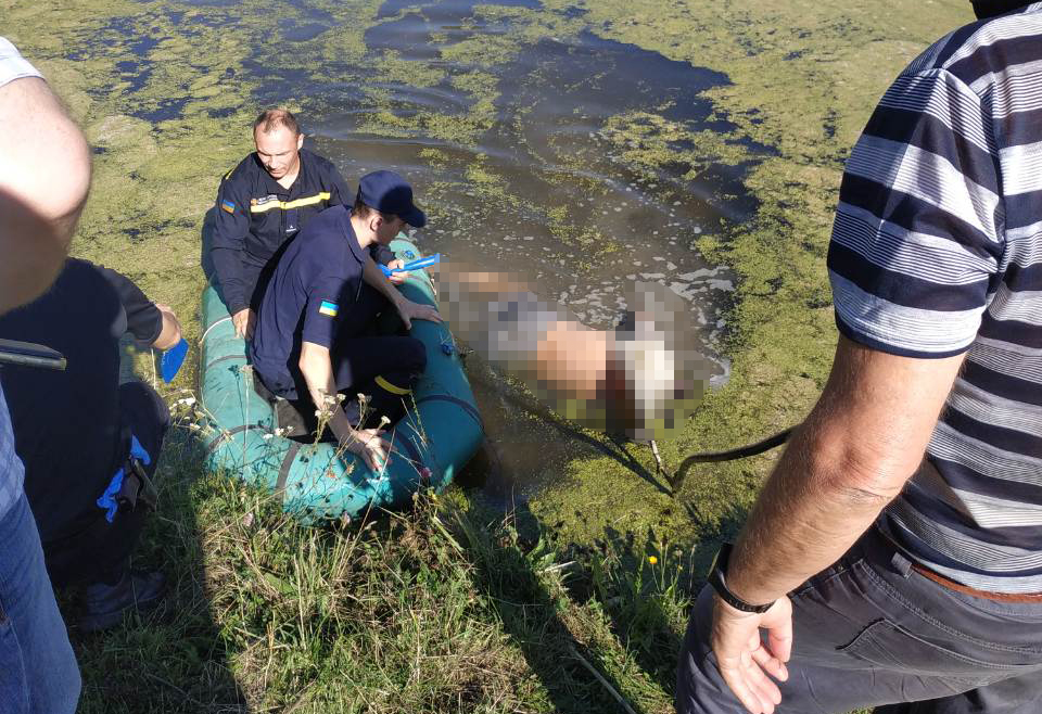Tara-potonuv-1 Потопельник на Таращанщині: рятувальники дістали тіло зі ставка у селі Юшків Ріг (18+)
