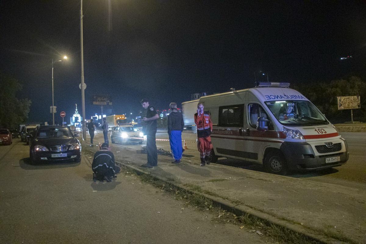 Trup-4 На київській кільцевій чоловіка з перерізаним горлом викинули із автомобіля