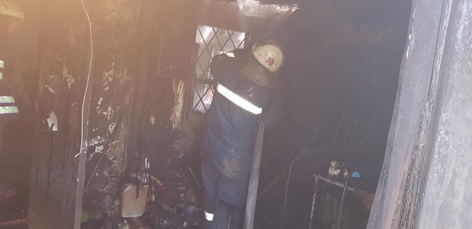 На Фастівщині вогонь повністю знищив житловий будинок - Фастівщина, Фастівський район, рятувальники, пожежники, пожежа, загорання, вогонь, вогнеборці, будинок - UNX9CSsACQ0