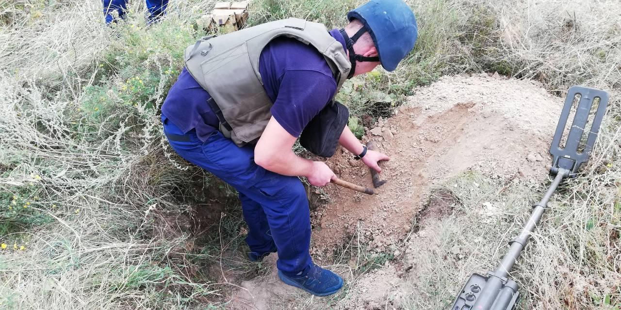 Поблизу автодороги Біла Церква – Фастів знайшли 100 артилерійських снарядів - небезпечна знахідка - ffff