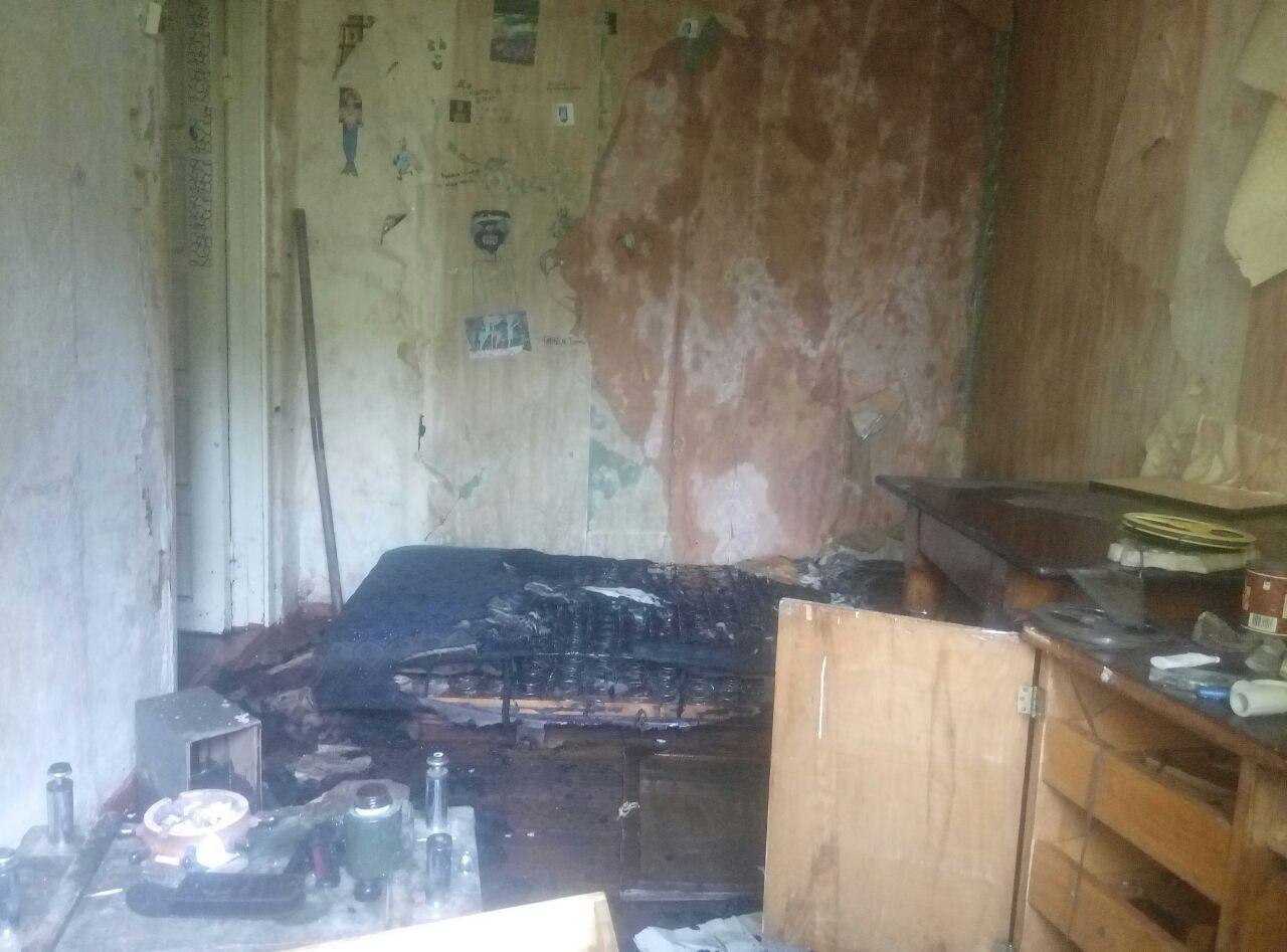 У Борисполі горів покинутий будинок -  - photo 2019 08 23 11 11 05