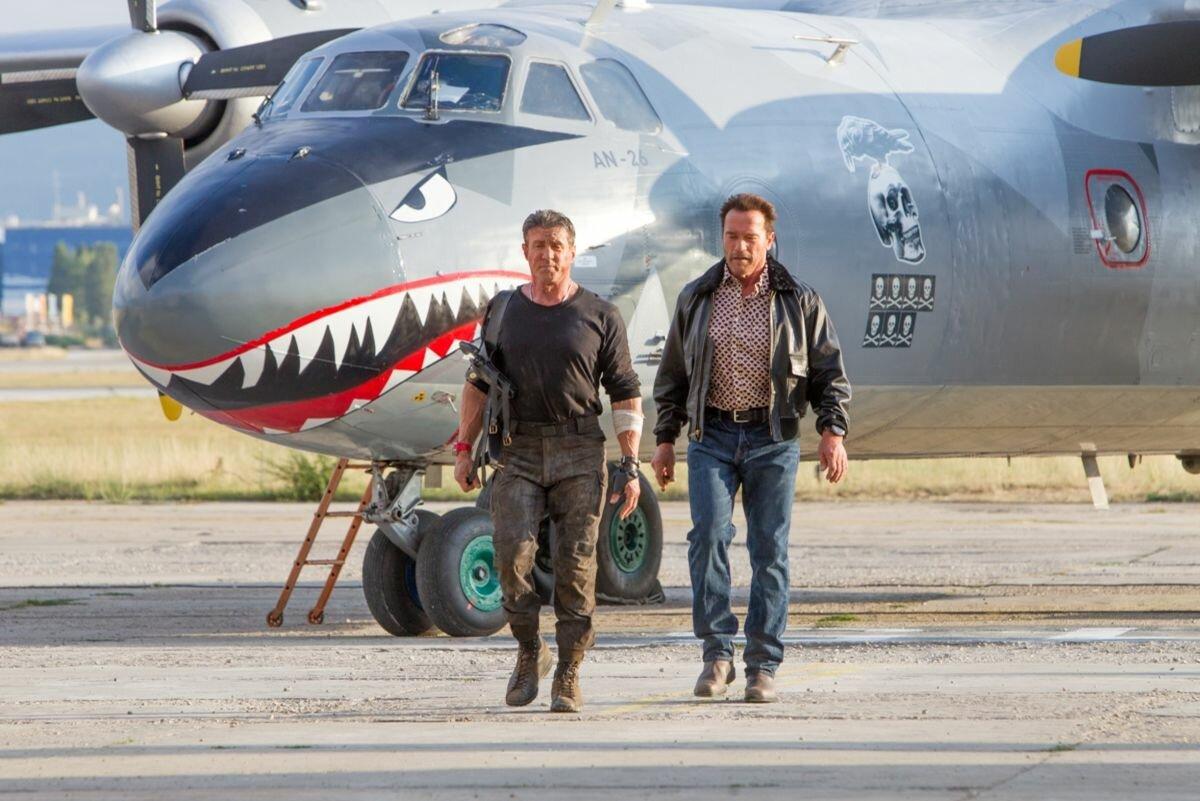 """Літак із фільму """"Нестримні-3"""" доправлятиме посилки """"Нової Пошти"""" -  - s1200"""