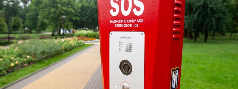 У одному із парків Києва з'явилися кнопки екстреного виклику поліції -  - sos push