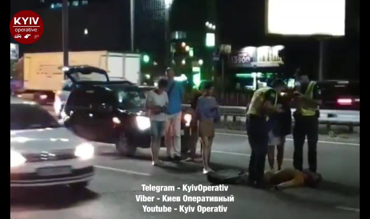 Чоловік перебігав нічну трасу Київ-Бориспіль (відео) -  - vydeo.fnaoh7fcaa7567c67661ea8f31c083244b9d3oe5DDE8F0D