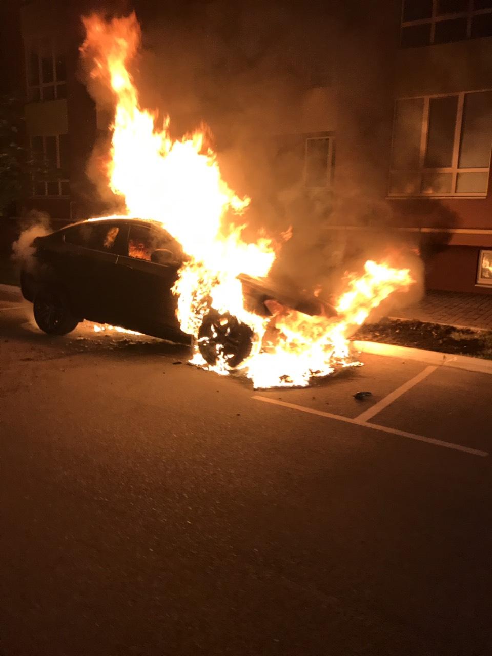 У Софіївській Борщагівці згоріло авто - 16.08.2019 -  - yzobrazhenye viber 2019 08 16 09 32 00