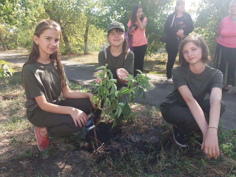 0903_ZHukynske_lisnytstvo1 На Вишгородщині першокласники у день знань садили дерева