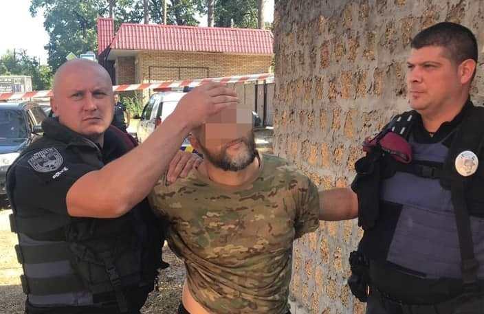 1-10 У Приірпінні чоловік кинув у бік поліцейських дві гранати