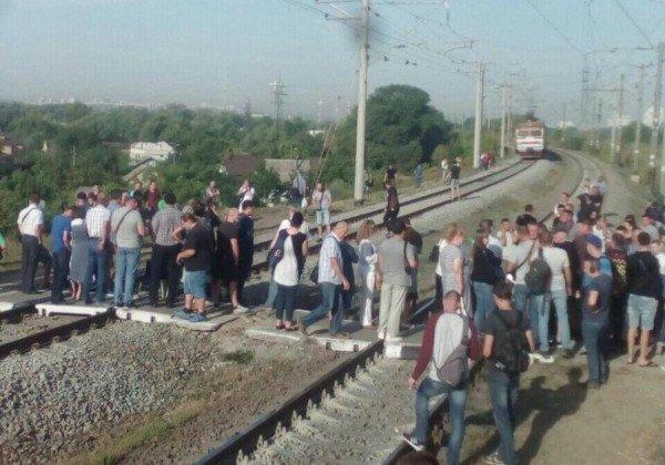 Київпастранс прокоментував ситуацію із блокуванням поїздів пасажирами -  - 1568274603 1837