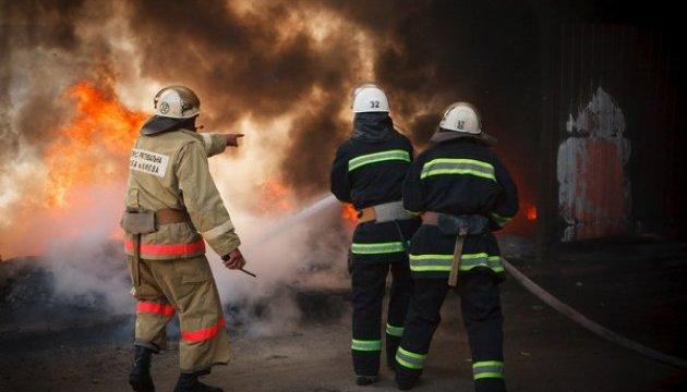 Вишнівські рятувальники знайшли в пожежі тіло чоловіка - смерть чоловіка, пожежа, ДСНС України у Київській області, вогнеборці ДСНС, Вишневе - 630 360 1507878926 4027