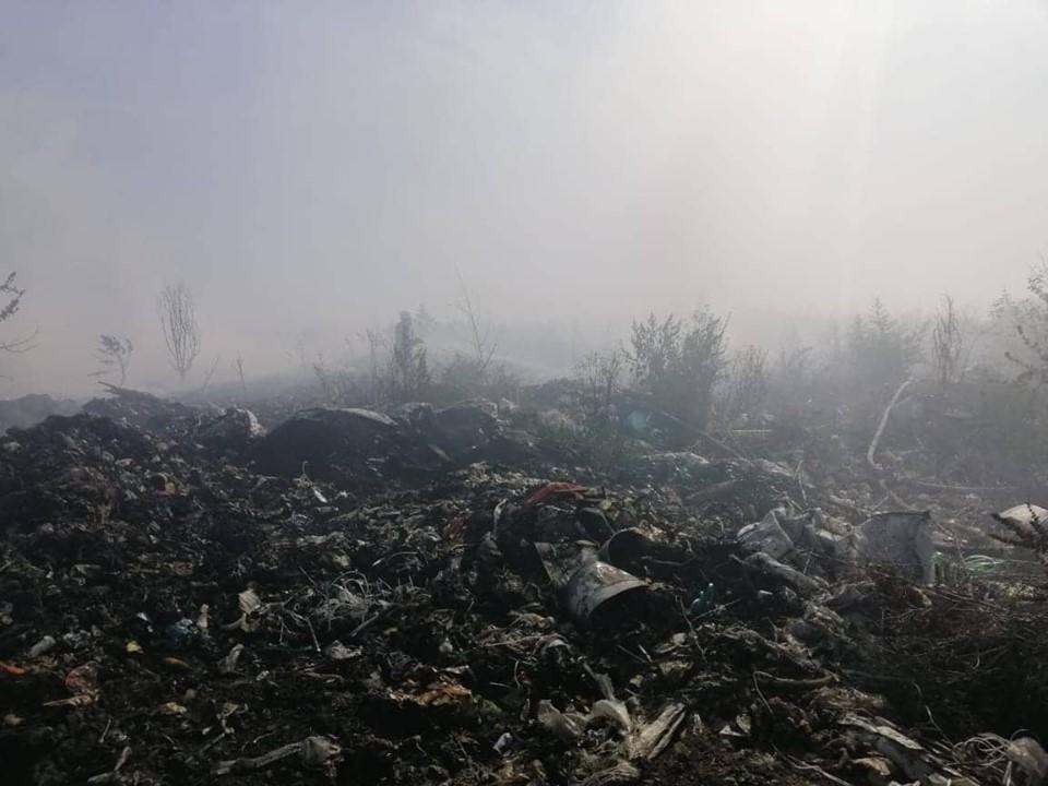69850017_2681644975187647_7625344040363360256_n Смердючий «коктейль» у повітрі Обухівщини: рятувальники продовжують гасити пожежу на сміттєзвалищі