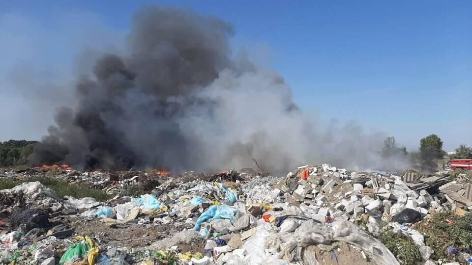 70390540_2432670553645899_7029869953171849216_n Під Борисполем горить сміття