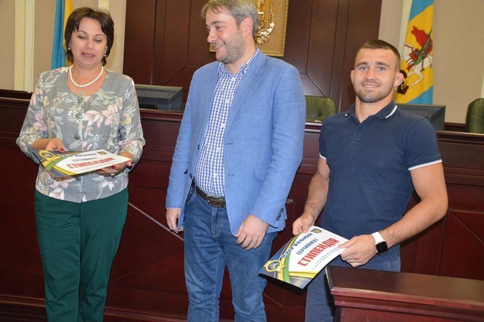 Серед найкращих діячів спорту  Київщини, котрих привітали в КОДА, були й представники Обухівщини -  - 70674868 2137162936591663 1307712357882920960 n