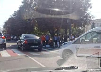 70989742_1349612375187384_3559816044799328256_n Біля міськради Борисполя легковик збив пішохода