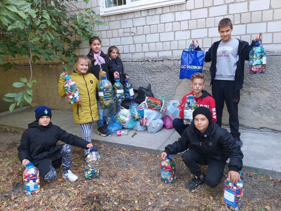 71598090_2376747549234067_5952968605200023552_n Васильківські школярі приєдналися до World Cleanup Day