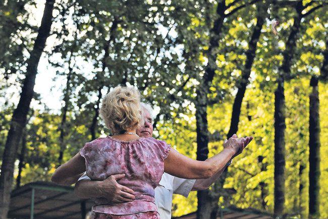 Для пенсіонерів Києва безкоштовно влаштують танці та кіно