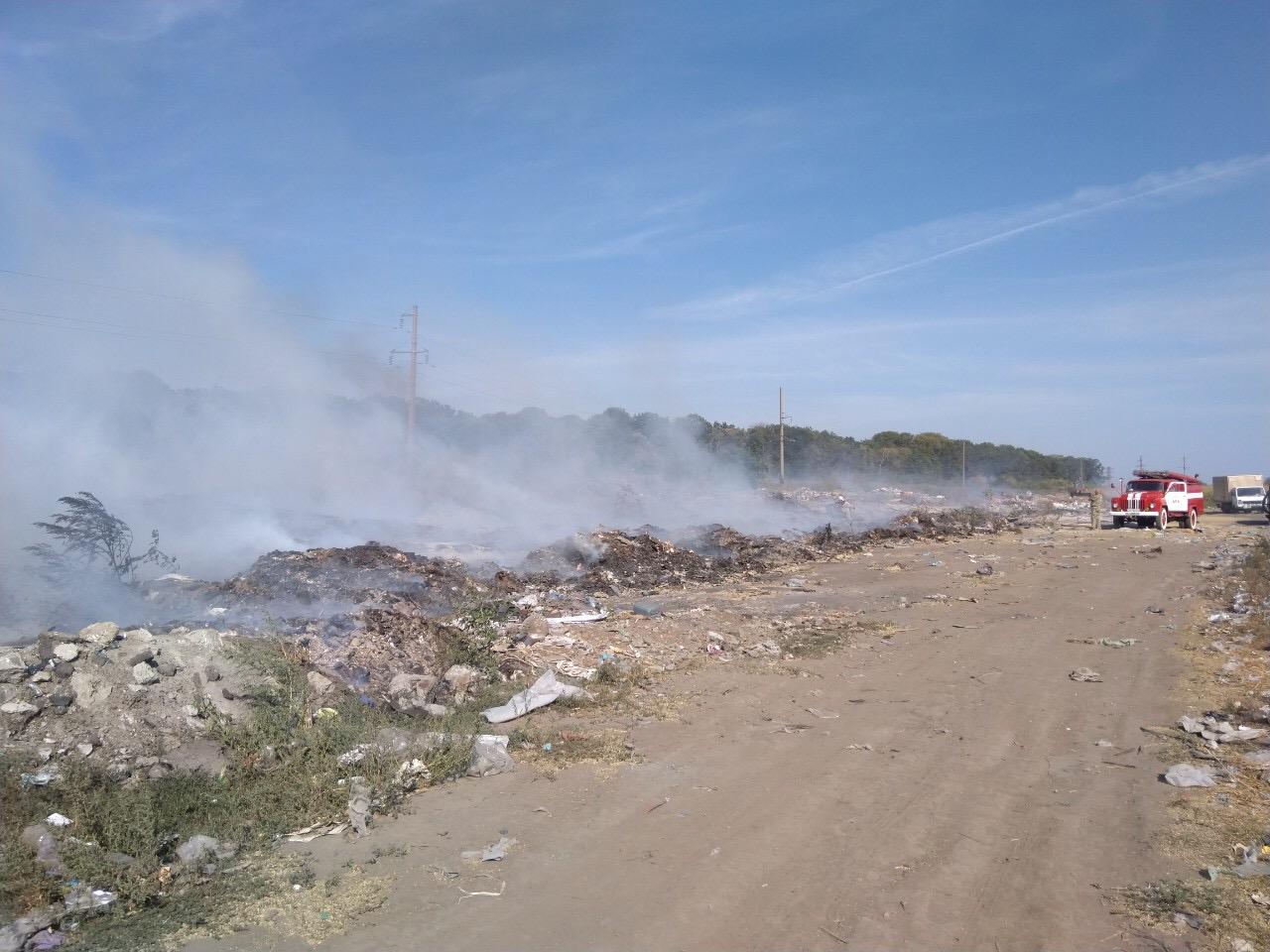 95A03C9E-8812-4E4A-85E6-48AAA82BF2EA У Василькові масштабно палає сміттєзвалище