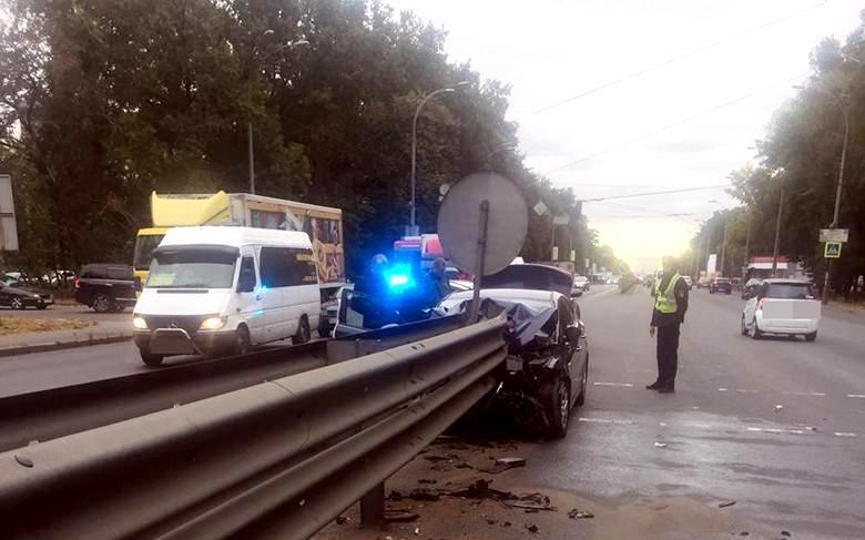 dtpgolos23092019 Легковик врізався у відбійник, водій загинув
