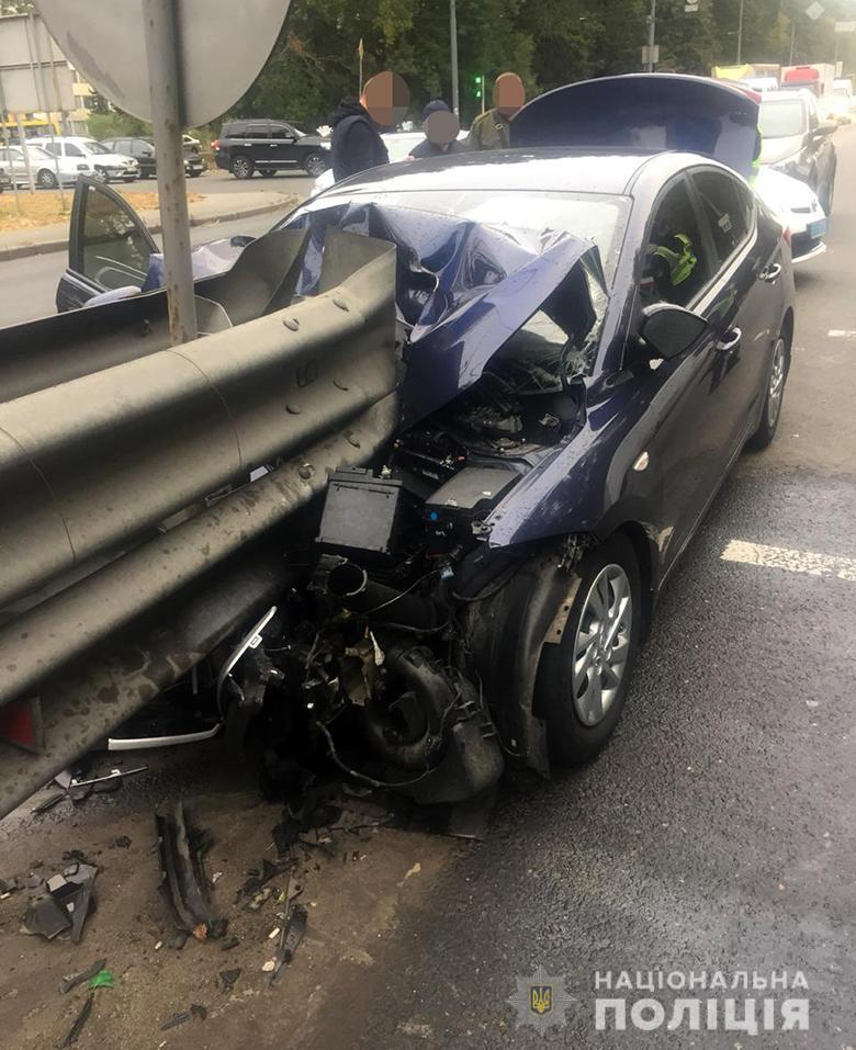 dtpgolos230920192 Легковик врізався у відбійник, водій загинув