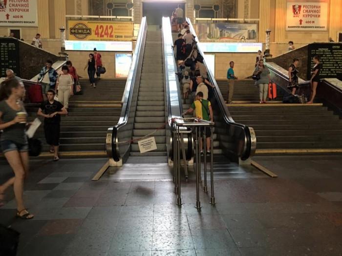 eskalator-na-zhd У Київському залізничному вокзалі ремонтують ескалатор