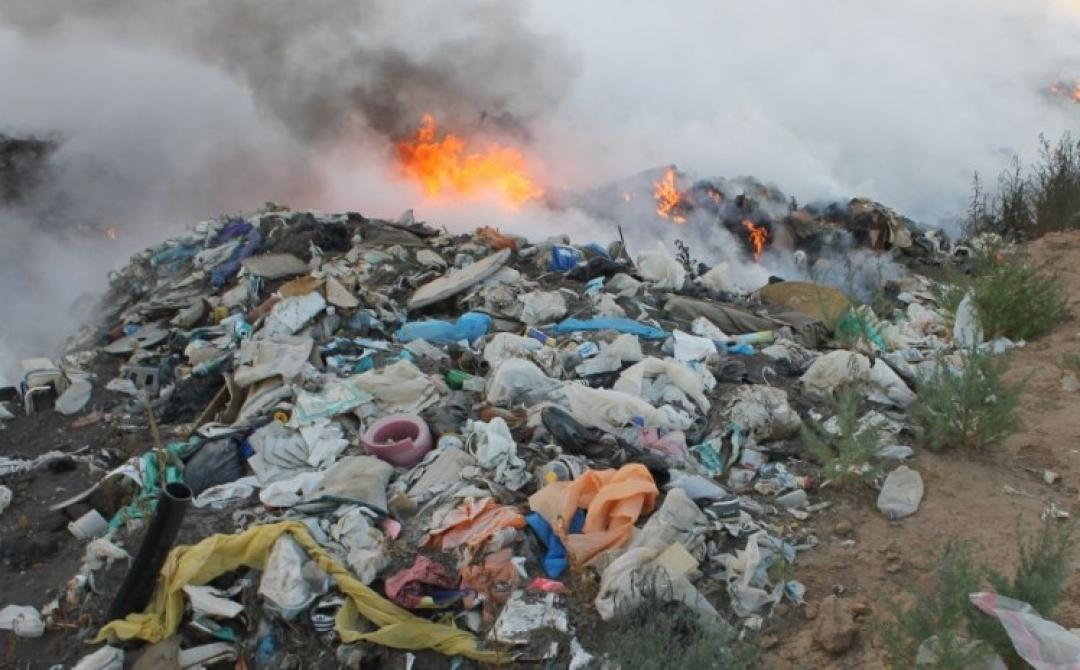 У Надвірній невідомі підпалили сміттєзвалище