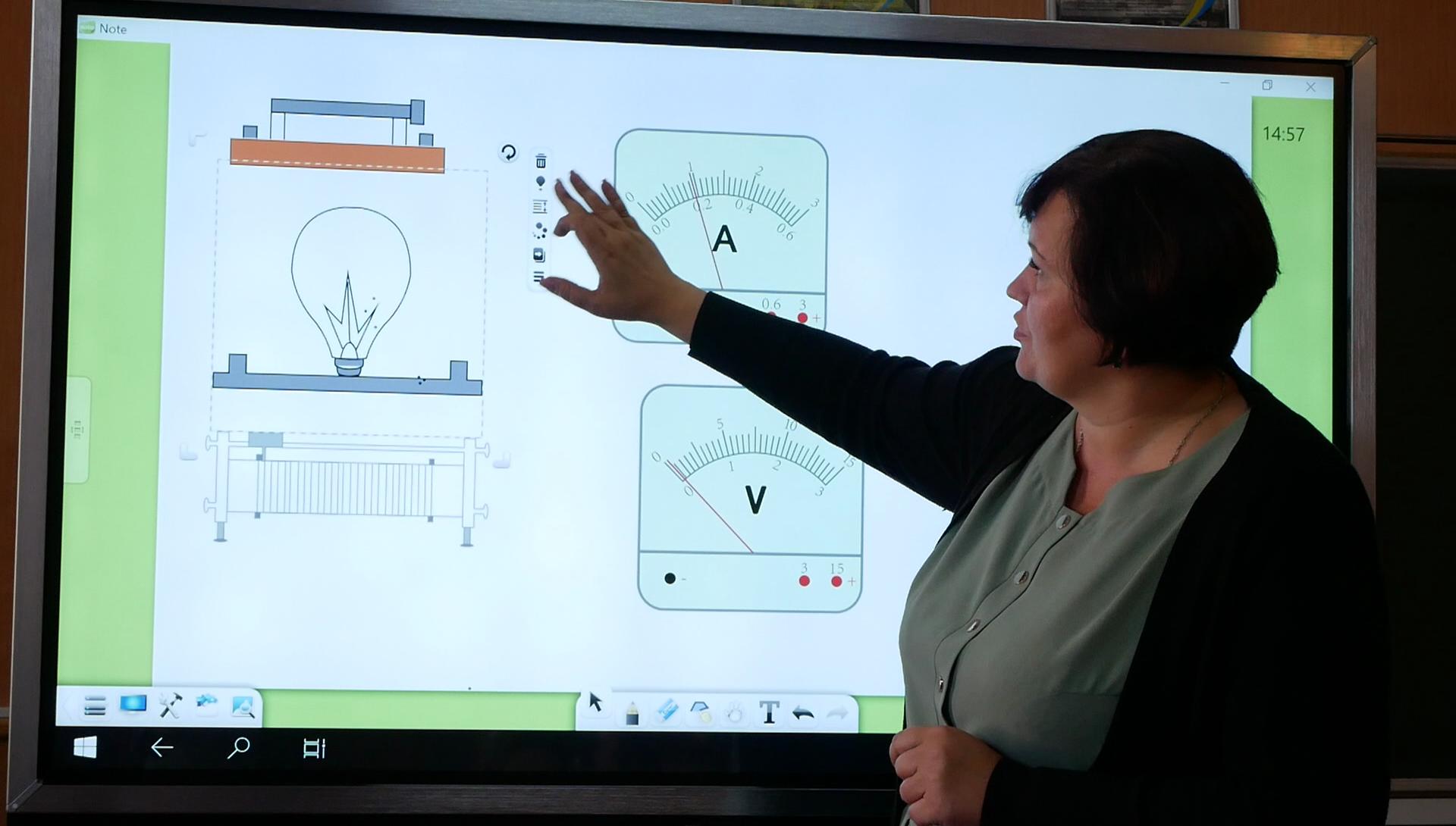 imgbig-3 У п'ятьох білоцерківських школах з'явились інтерактивні панелі