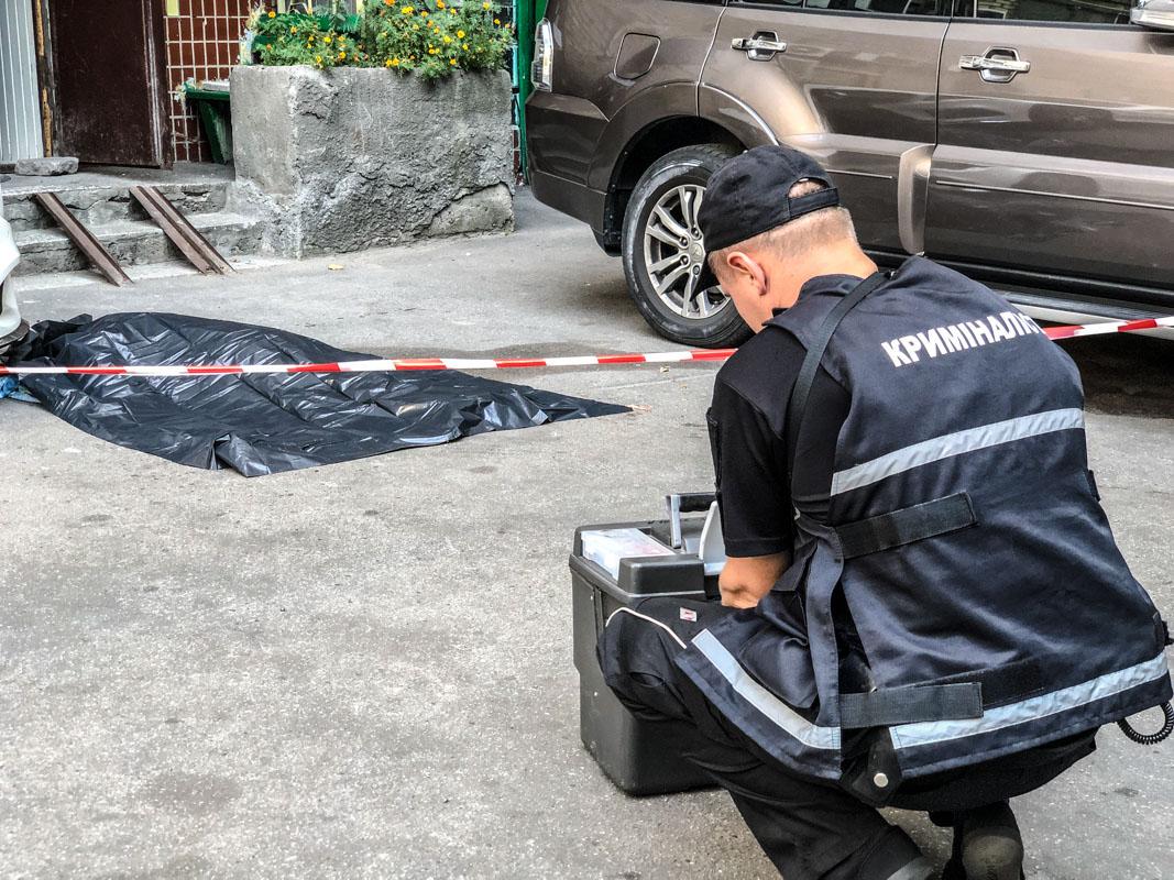 У Києві 82-річна бабуся випала із вікна 8 поверху -  - suitsid 4 iz 7