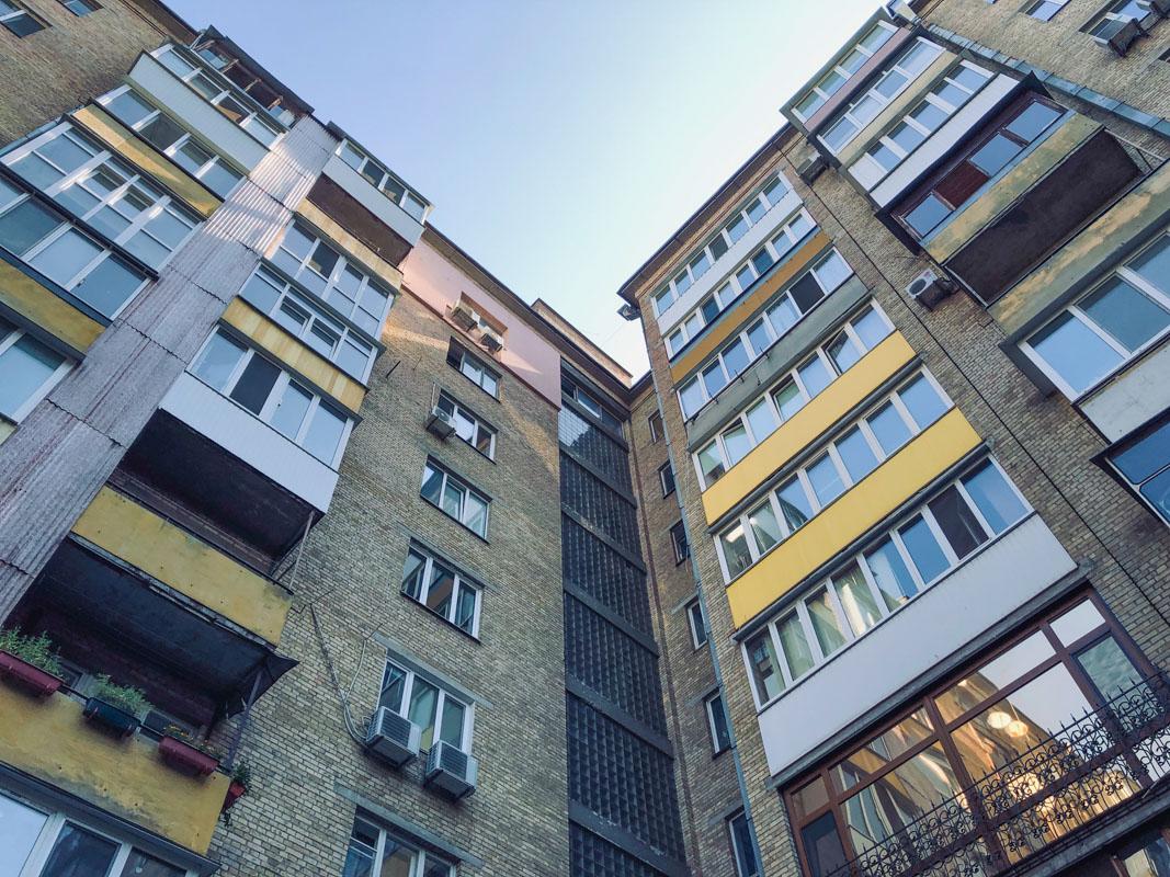 У Києві 82-річна бабуся випала із вікна 8 поверху -  - suitsid 6 iz 7